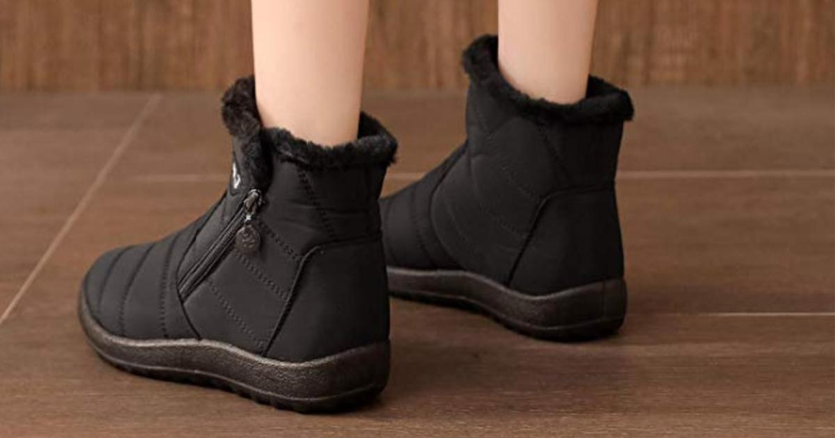 mannequin wearing Black L-Run High Top Snow Boots