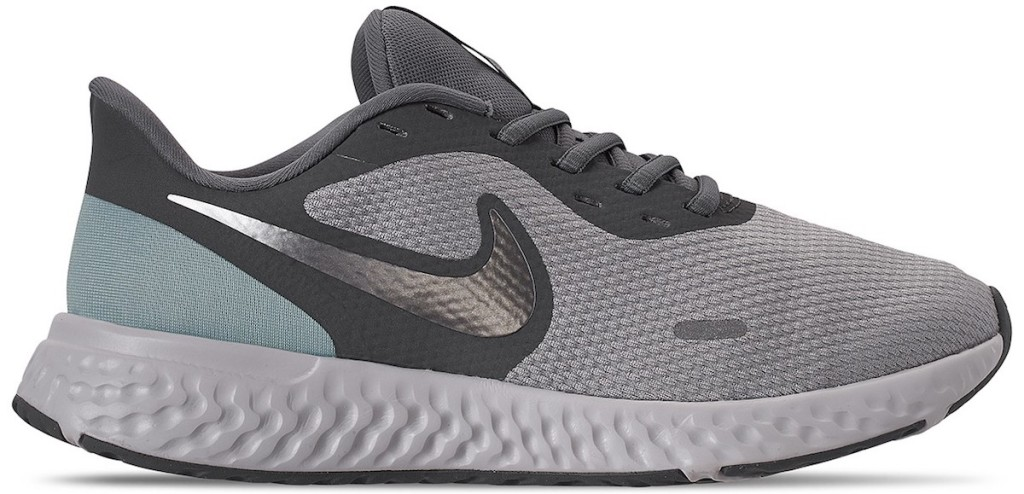 single Nike shoe