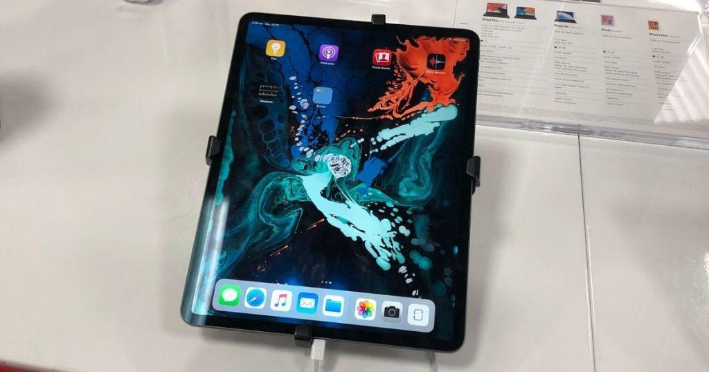 apple ipad pro 11 on table, floor model