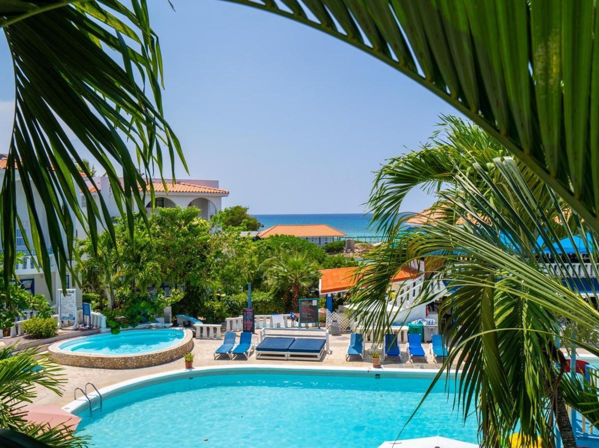 pool at Jamaican resort