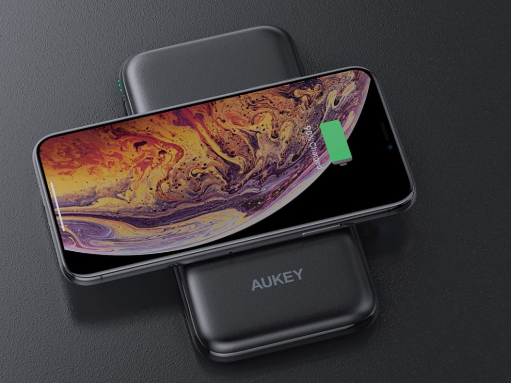 Aukey Wireless Power Bank Charger (1)
