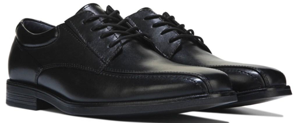 black lace up dress shoes