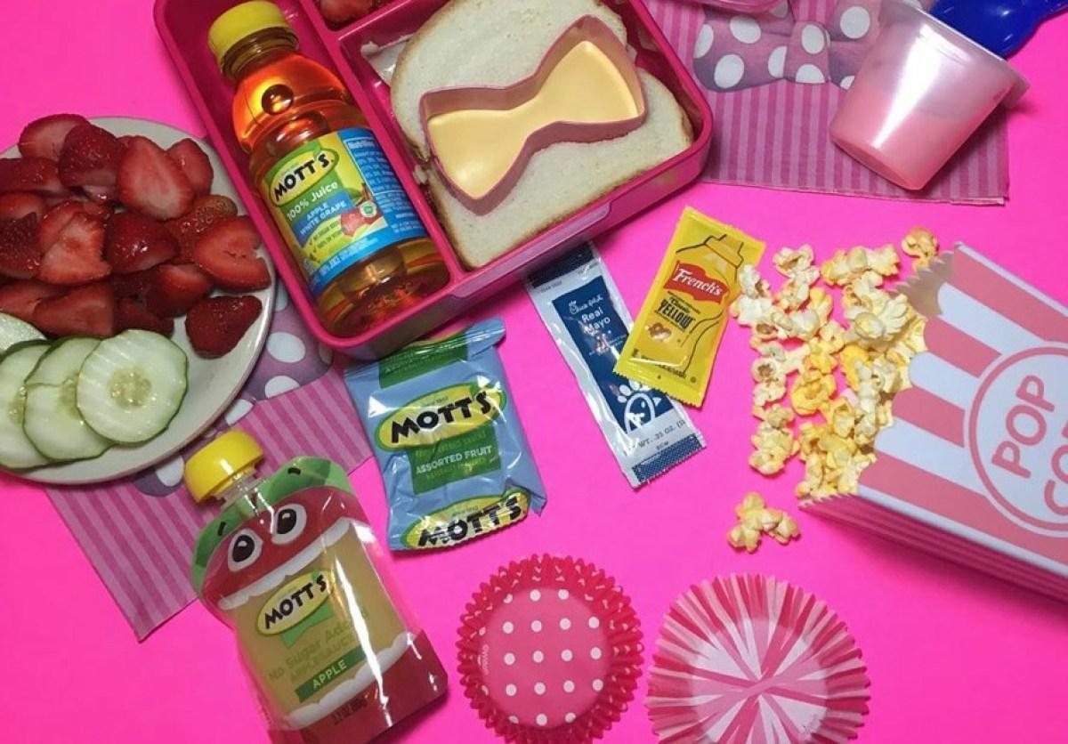 Mott's Snacks in lunchbox
