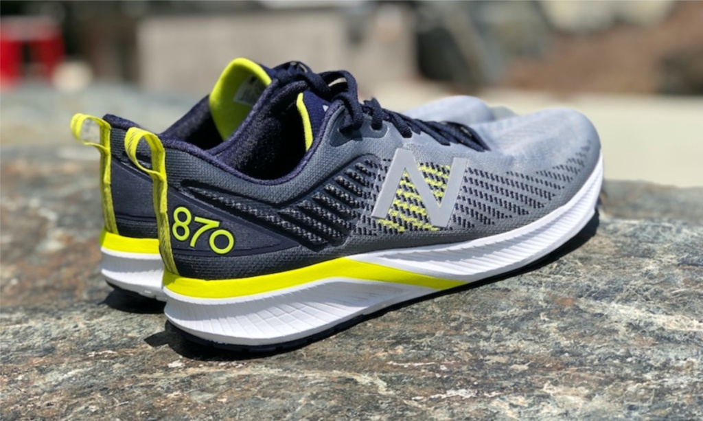 men's grey and yellow running shoes