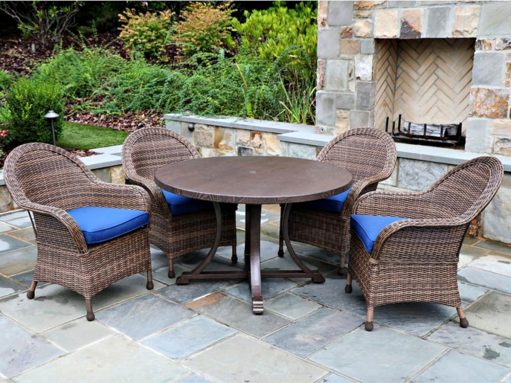 Woodington Brown 5-Piece Wicker Outdoor Dining Set w/ Navy Cushions