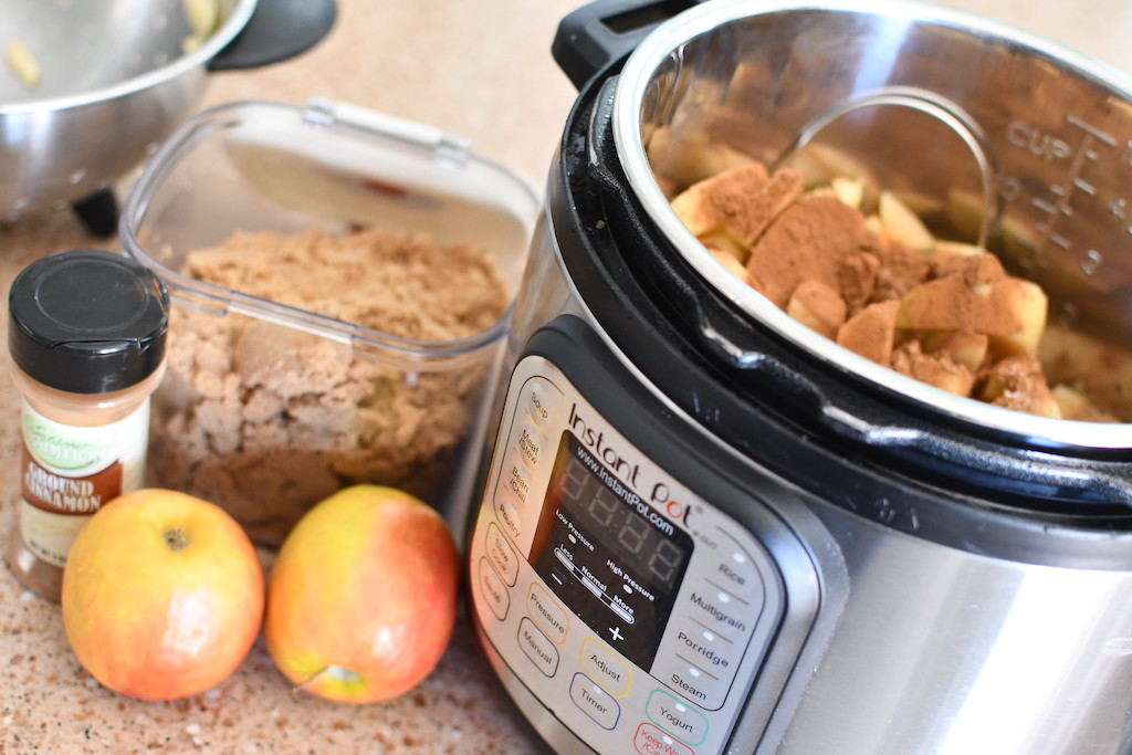 apples with cinnamon and brown sugar in Instant Pot