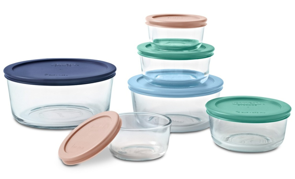 pyrex 12 piece containers stock iamge