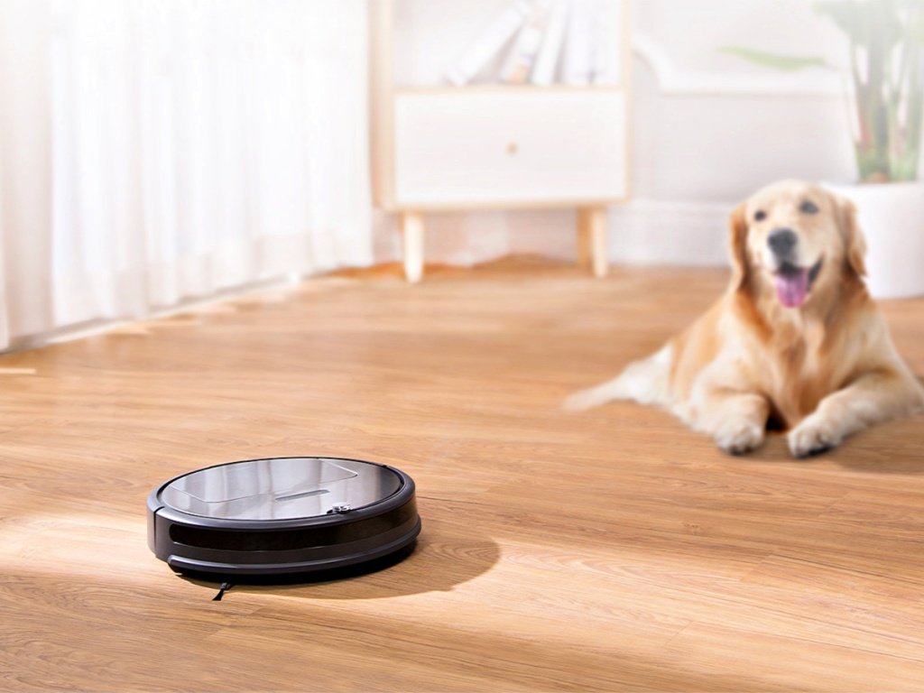 roborock E35 Robot Vacuum and Mop with dog on floor