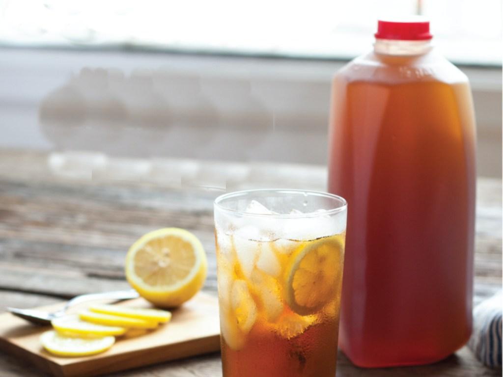 Bojangles 1_2 Gallon Tea with glass of tea next to it and slices of lemons