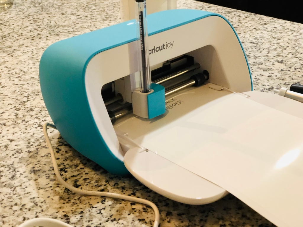 Cricut Joy with Pen and paper in it