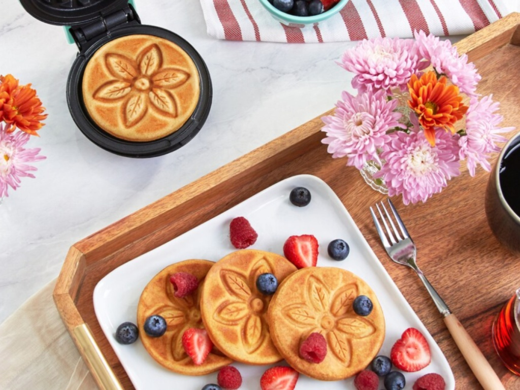 Dash flower mini waffle maker