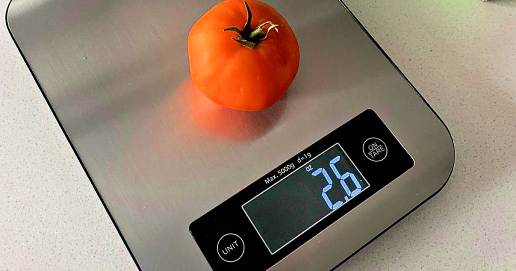 Muzili Smart Food Scale with tomato