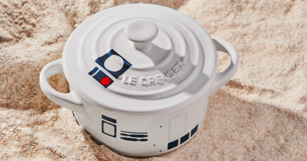 r2-d2 baking dish in the sand