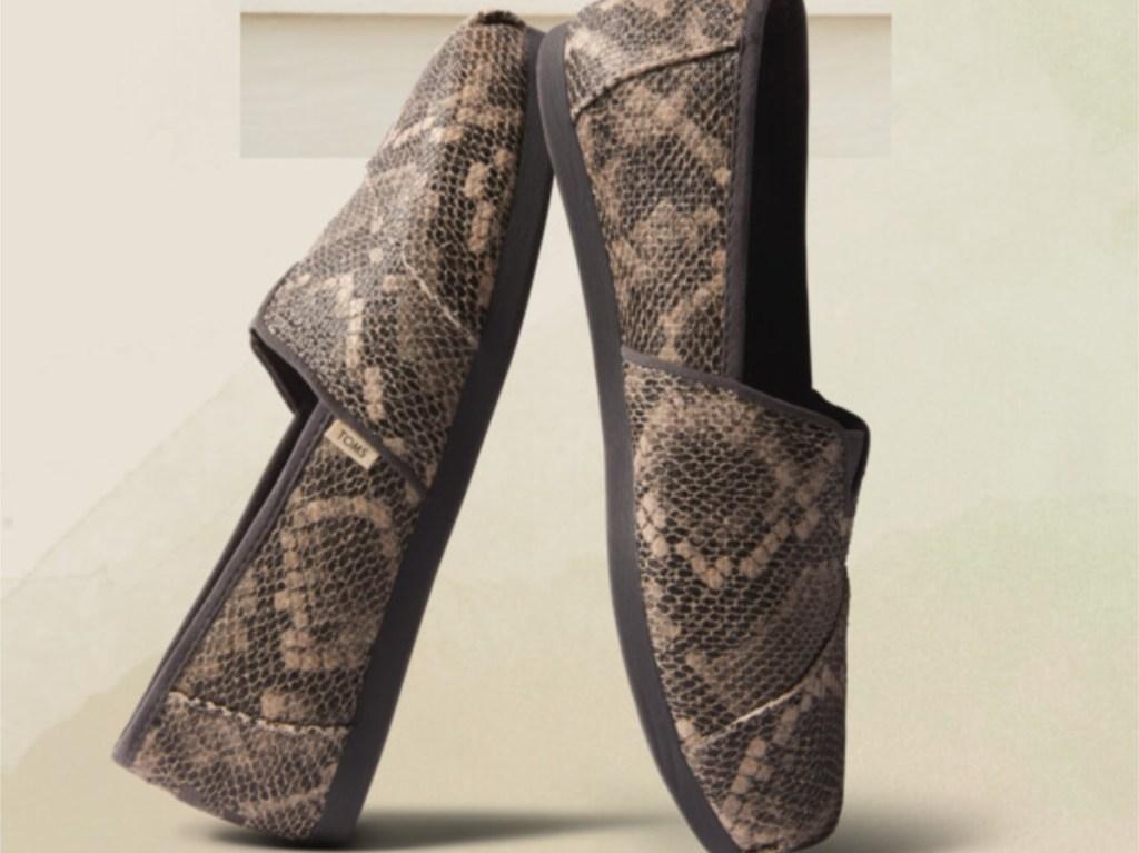 women's black snake skin slip on shoes