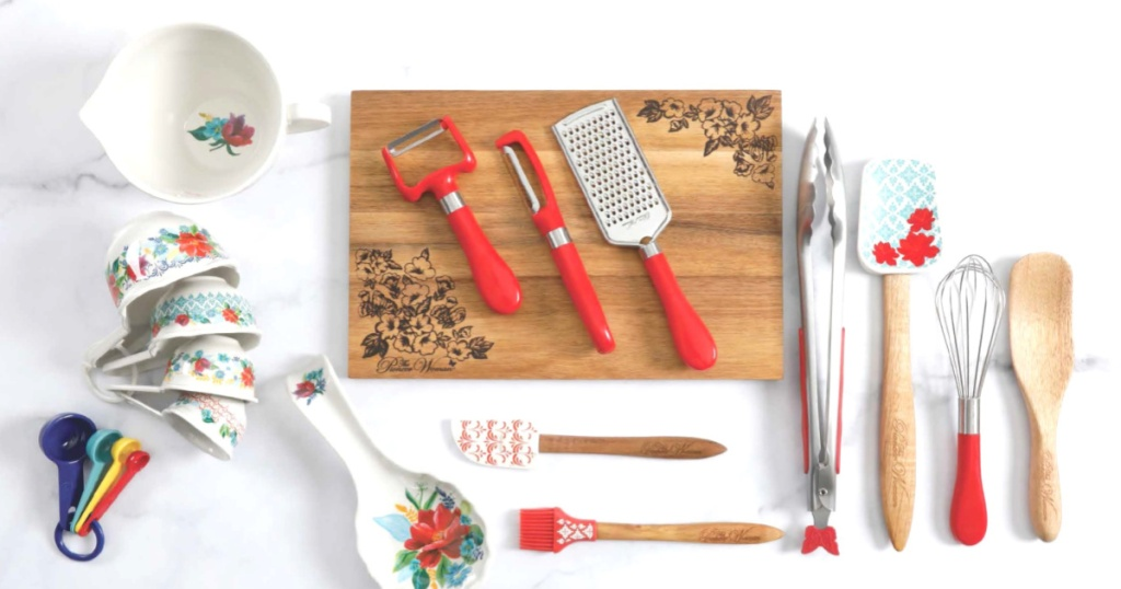 overhead picture of The Pioneer Woman Spring Bouquet 20-Piece Gadget Set