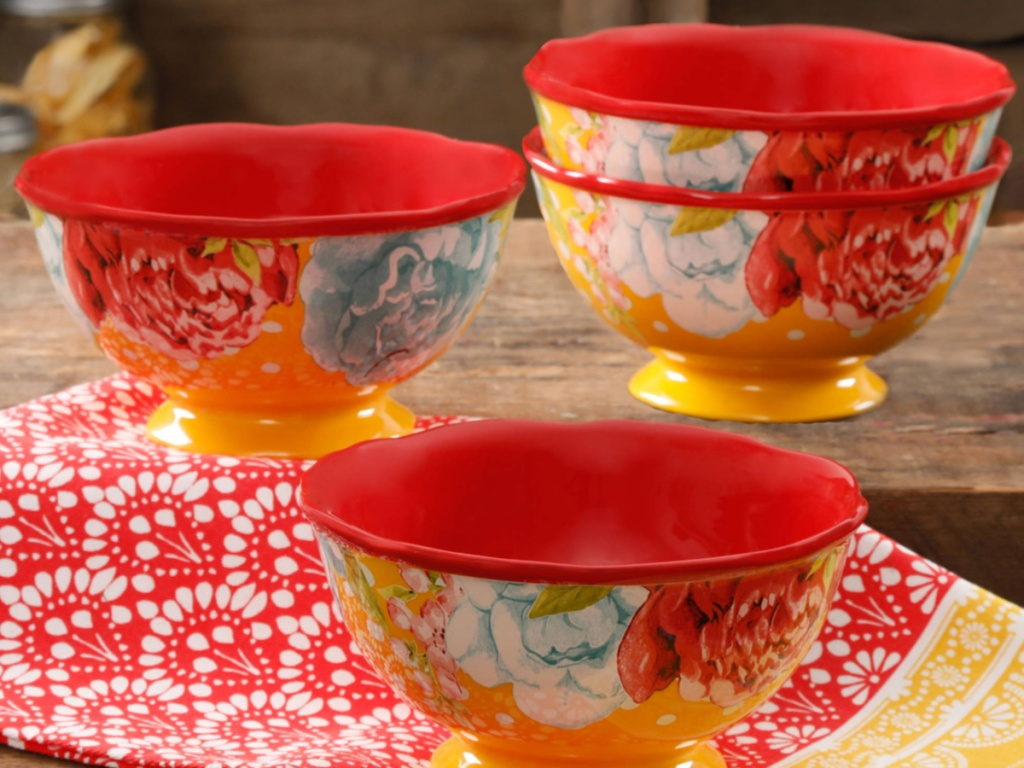 fou red themed floral bowls