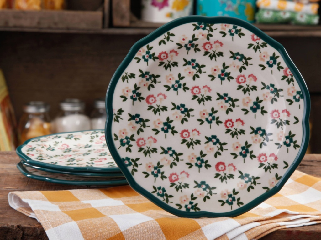 green themed floral plate with scalloped edges