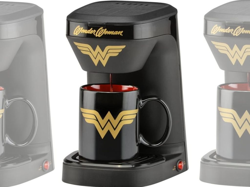 single cup coffee maker brewing coffee