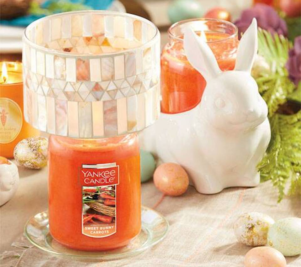 Yankee Candle Sweet Bunny Carrots with shade and a bunny next to it