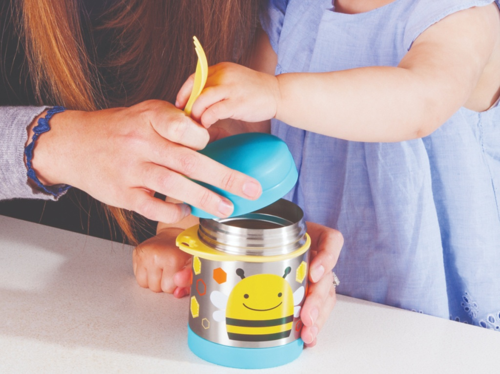 woman and child opening insulated kid's bee-themed food jar with yellow utensil