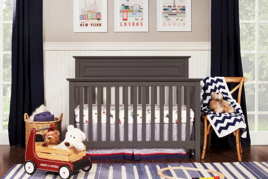 davinci autumn crib in room closer