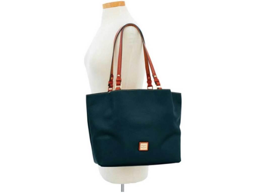 purse hanging from shoulder of manniquen