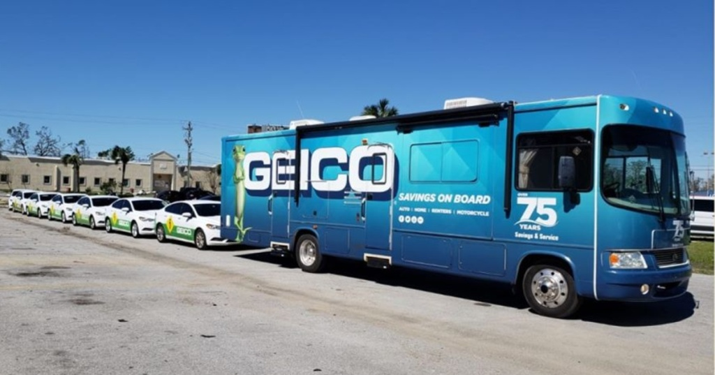 GEICO cars and bus