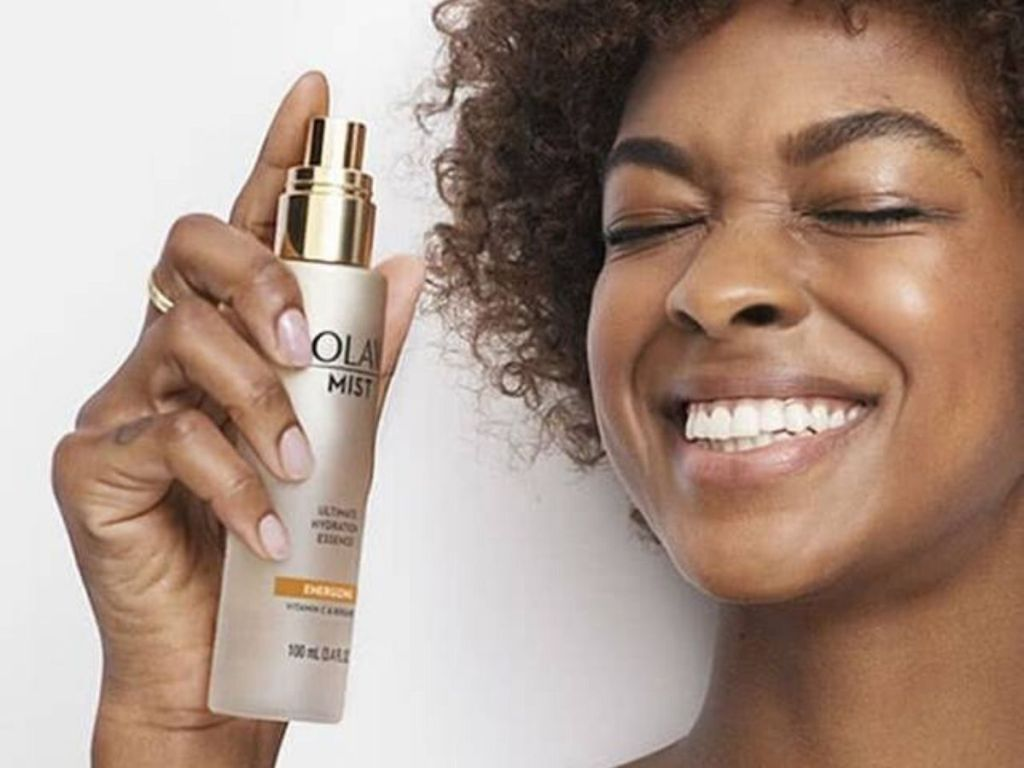 woman using olay energizing mist on her face