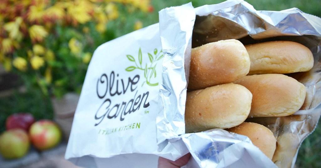 olive garden breadsticks in a bag