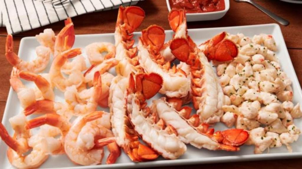 piring makanan laut dingin