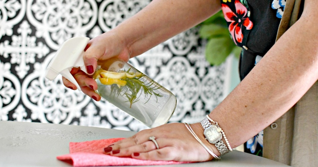 DIY Vinegar Spray all natural cleaner