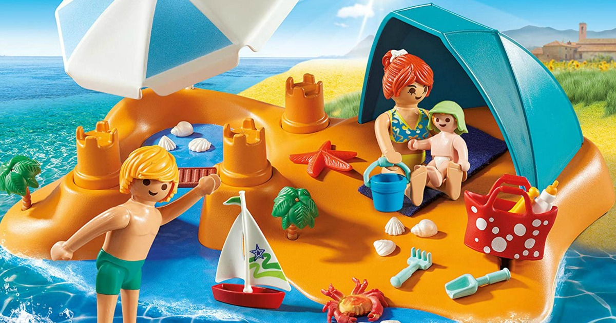 beach set with toy figures