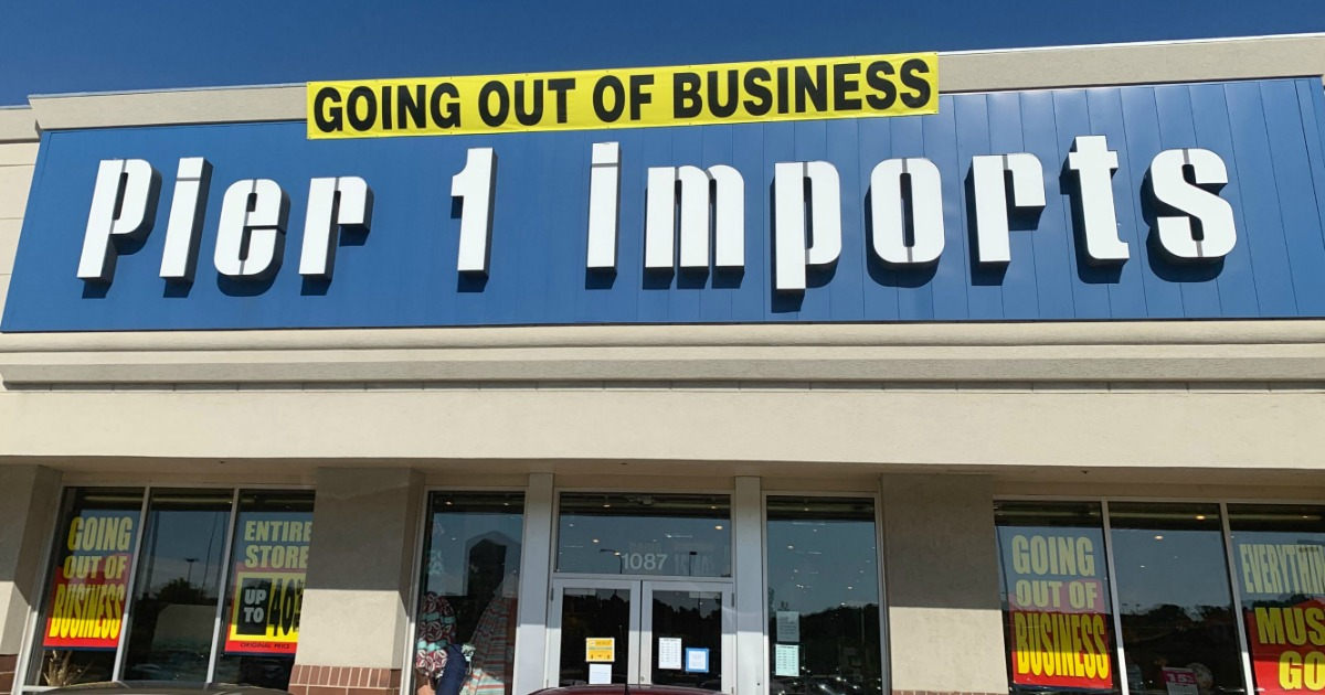 Store front of Pier 1 Imports with a Going Out of Business Sale