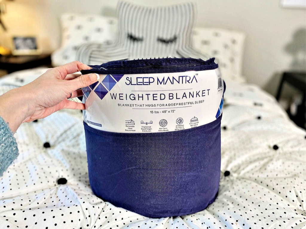Sleep Mantra Weighted Blanket on bed