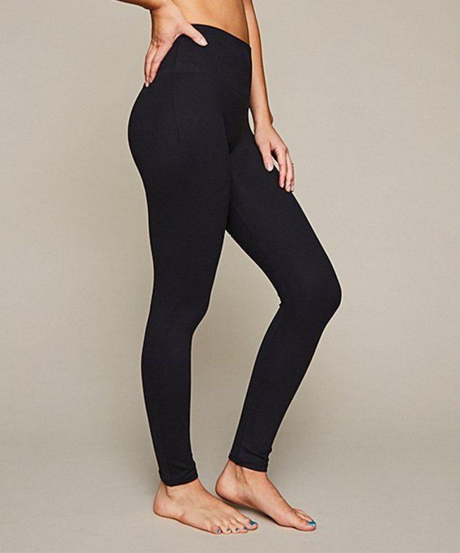Woman wearing Spanx Leggings