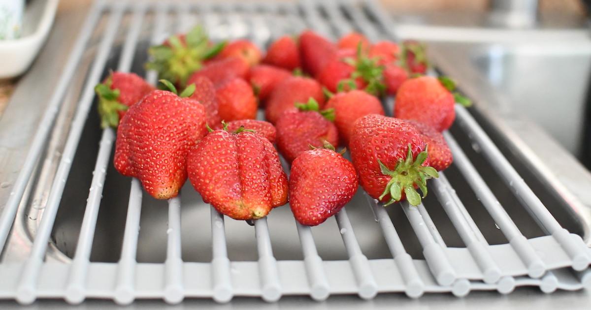 pile of fresh strawberries on