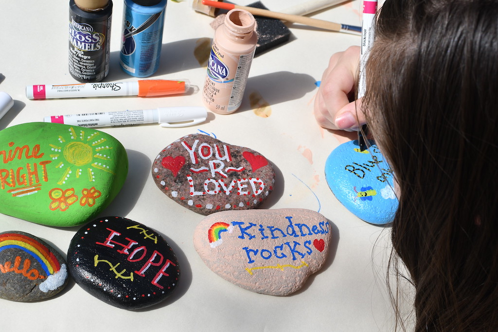 making DIY kindness rocks with sharpies