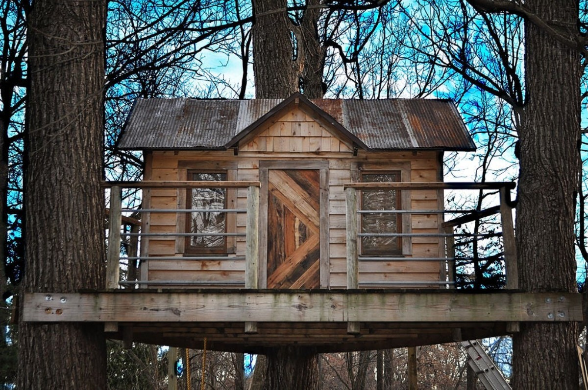 treehouse made from reclaimed wood