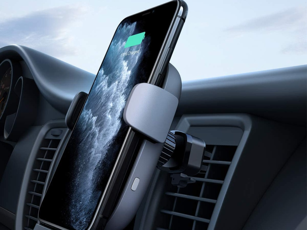 phone being held by AUKEY Wireless Car Charger (1)