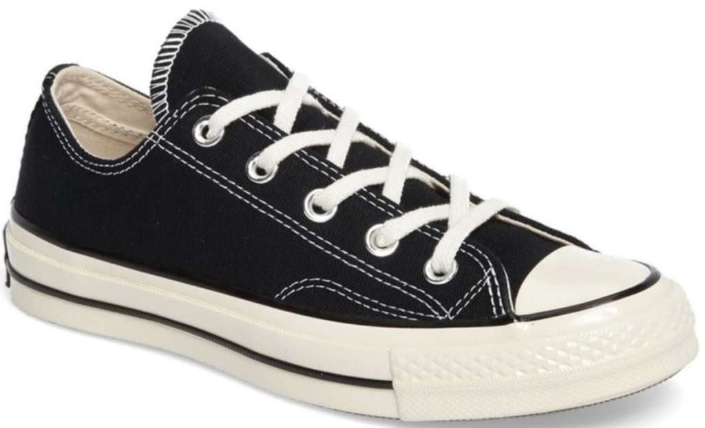 black and white converse low top lace up shoes