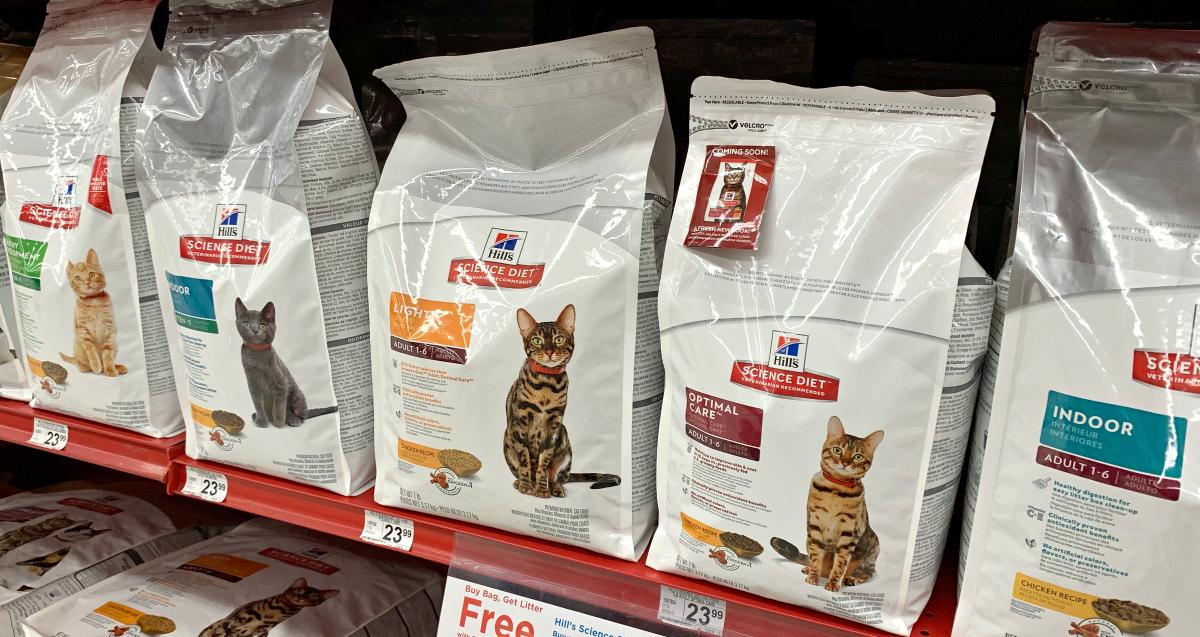 Hill's Science Diet cat food on shelf