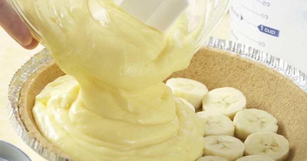 making banana cream pie