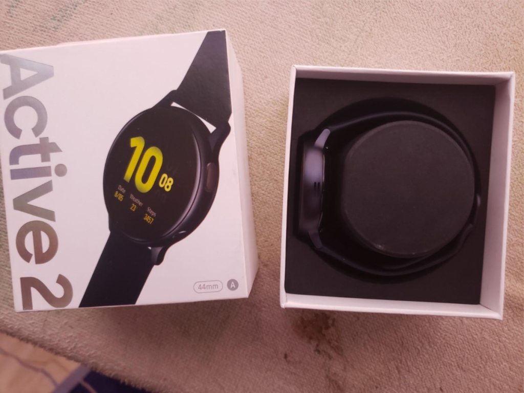 Samsung Galaxy Active2 Smart Watch 44mm in black with box with watch