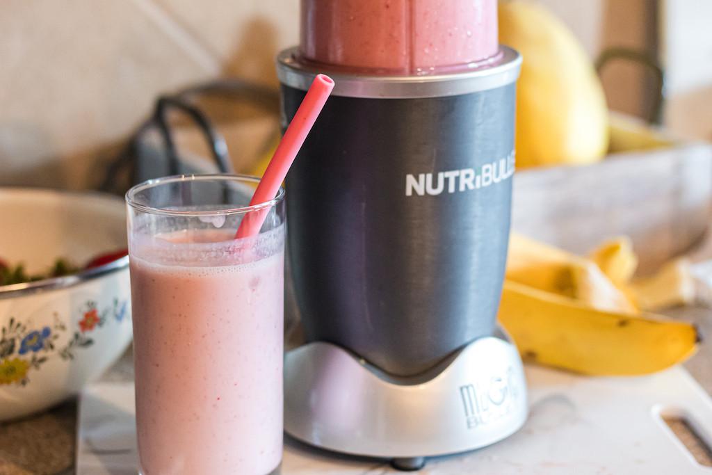 strawberry banana smoothie by nutribullet