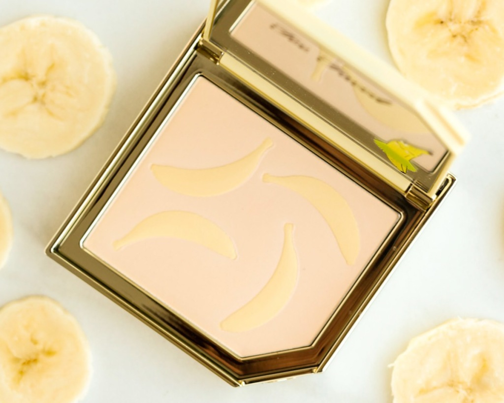 highlighting palette with bananas imprinted on it with banana chips around it