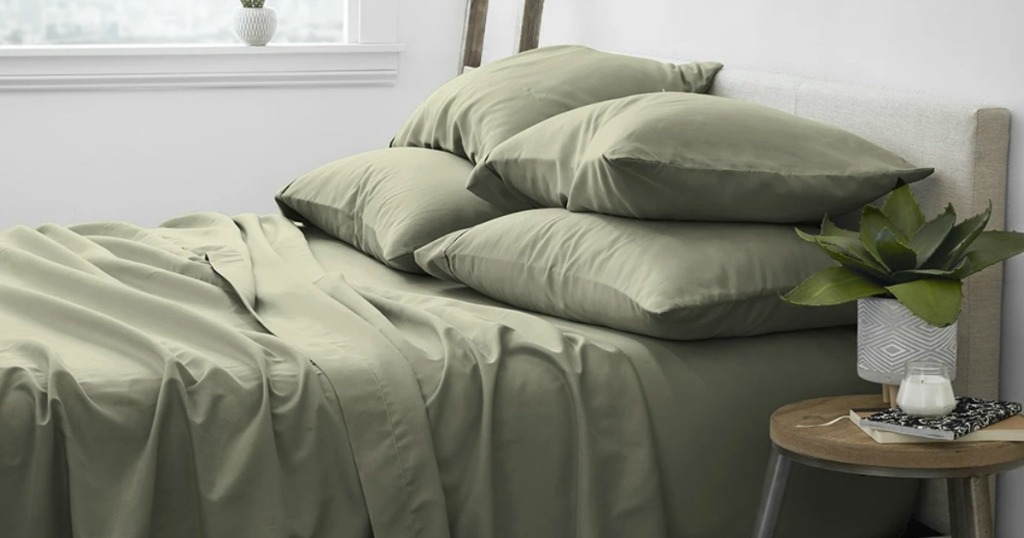 green sheets and pillow cases