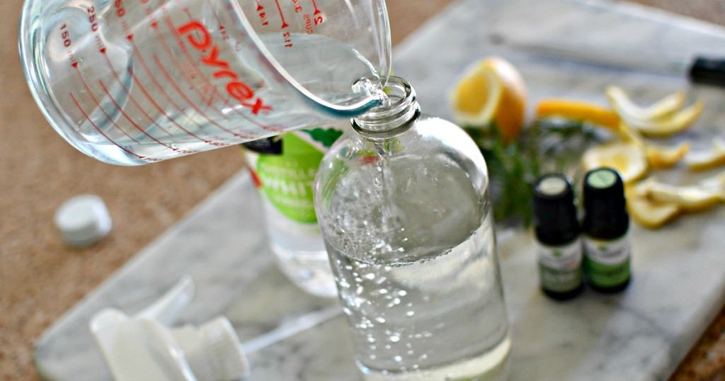 making all-purpose cleaner from vinegar