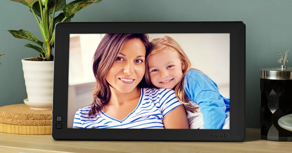mother and daughter displayed on Nixplay Seed 10 Inch WiFi Digital Picture Frame