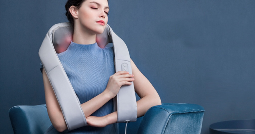 naipo neck massager on woman