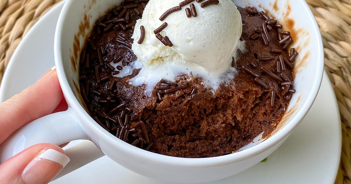 Easy 3 Ingredient Nutella Mug Cake Recipe Microwaves In 1 Minute